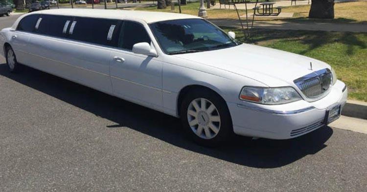 Location de limousine Nîmes * Lincoln Town Car 2